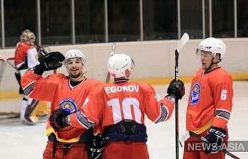 Хоккеисты Кыргызстана сражаются за путевку на зимнюю Олимпиаду-2022