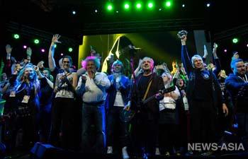 Более 5 тысяч человек попрощались в Екатеринбурге со «Старым новым роком»