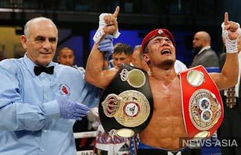 В Узбекистане наградили боксера, установившего мировой рекорд