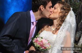 В Екатеринбурге свадебный бум - очередь в ЗАГСы занимают с ночи