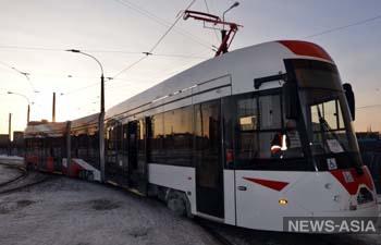 По Екатеринбургу начал ездить первый трамвай, презентованный на ИННОПРОМ-2019