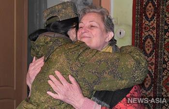 Российские военные оказали помощь ветерану труда из города Душанбе