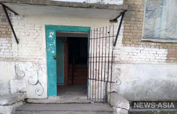 Мэрия кыргызского Каракола из-за коронавируса начала заваривать двери подъездов