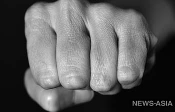 В Москве задержали кыргызстанца, избивавшего сына на камеру