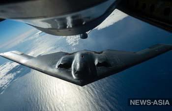 США переместили бомбардировщики-невидимки и авианосец к Южно-Китайскому морю