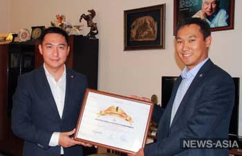 В Кыргызстане наградили первого «Почетного туриста»