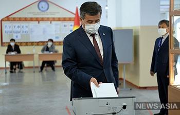 Президент Жээнбеков ввел в Бишкеке режим чрезвычайного положения