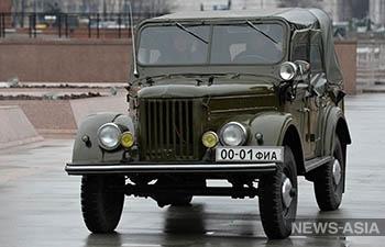Президент Кыргызстана передал Историческому музею раритетную машину
