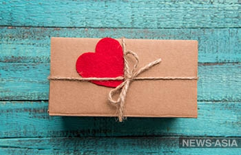 Казахстанки рассказали, на какую сумму ждут подарок на 14 февраля