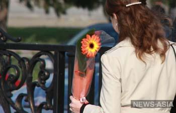 Казахстанцы рассказали, сколько планируют потратить на подарки 8 марта