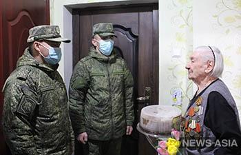 Российские военные в Таджикистане поздравили с Международным женским днем ветерана труда