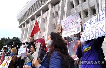 «Женское счастье – свобода мирных собраний»: в Бишкеке и Оше прошли марши за права женщин