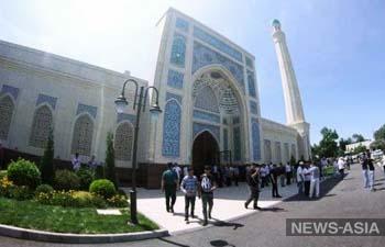 В узбекские мечети будут пускать на пятничные намазы по сертификатам о вакцинации и QR-коду