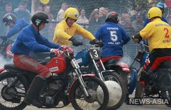 В Екатеринбурге прошел ежегодный товарищеский матч по мотоболу