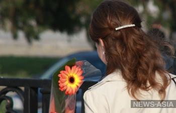 Каждой женщине Туркменистана к 8 марта подарят по 14 долларов