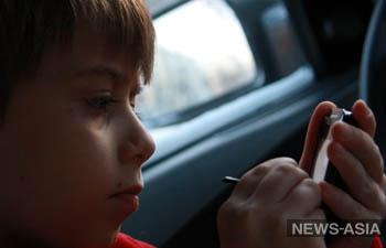 Узбекистан запретил использование сотовых телефонов детьми