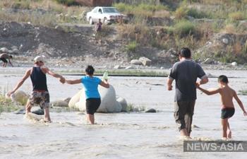 В окрестностях Бишкека эвакуируют жителей из-за угрозы прорыва горного озера