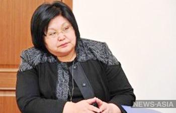 Вице-премьер-министр Киргизии заставила сотрудников ГАИ извиняться за то, что они остановили ее автомобиль