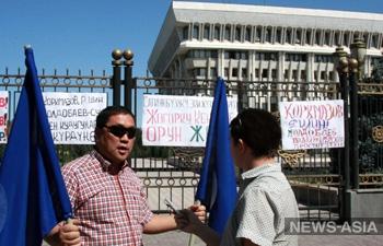 Участники митинга в Киргизии намерены совершить самосуд над депутатом, обвинившим коллег в национализме