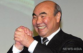 Нобелевские лауреаты аплодировали профессору Акаеву