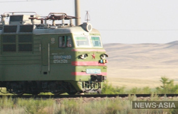 Под Бишкеком тепловоз протаранил микроавтобус с пассажирами