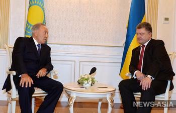 Назарбаев призвал Порошенко остановить кровопролитие на Украине