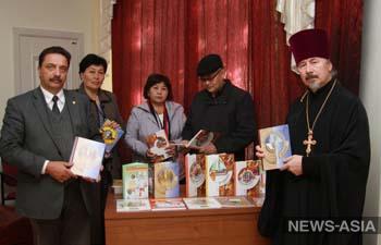РПЦ и News-Asia подарили школам нарынского района больше тонны учебников