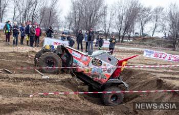 В Киргизии Масленицу отметили джип-спринтом