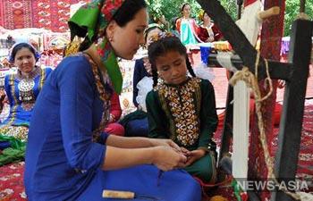 В Туркмении отпраздновали День ковра