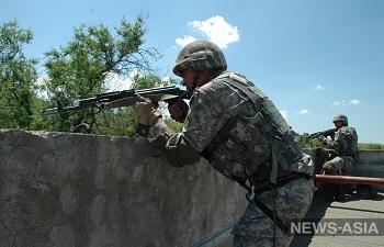 Военнослужащие России и Киргизии отработали технику ведения боя в городе