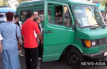 Бишкекчанка судится с правительством КР из-за переполненных маршрутных такси