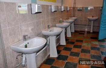 В школах регионов Киргизии появились туалеты и умывальники