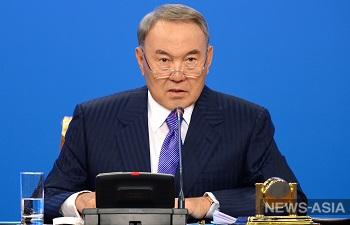 Назарбаев поручил увольнять работников, которые специально отвечают русскоговорящим на казахском