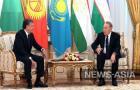 На двусторонней встрече Мирзиеев и Назарбаев обсудили укрепление как торгово-экономических, так и гуманитарных связей.