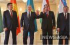 Четыре страны представляли четыре президента, Туркмению же - председатель меджлиса, и по протоколу сделать памятное фото с ней в дружеской обстановке у лидеров ЦА не получилось.