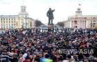 На митинг пришли несколько тысяч человек. Они требовали отставки и наказания всех, чья халатность или бездействие привели к гибели десятков сограждан. Включая губернатора.