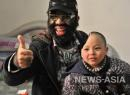 Самый волосатый человек Китая оказал самую активную помощь в судьбе мальчика