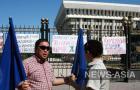 Член партии «Ата-Журт» Бектемир Мырзабеков дает комментарий порталу News-Asia